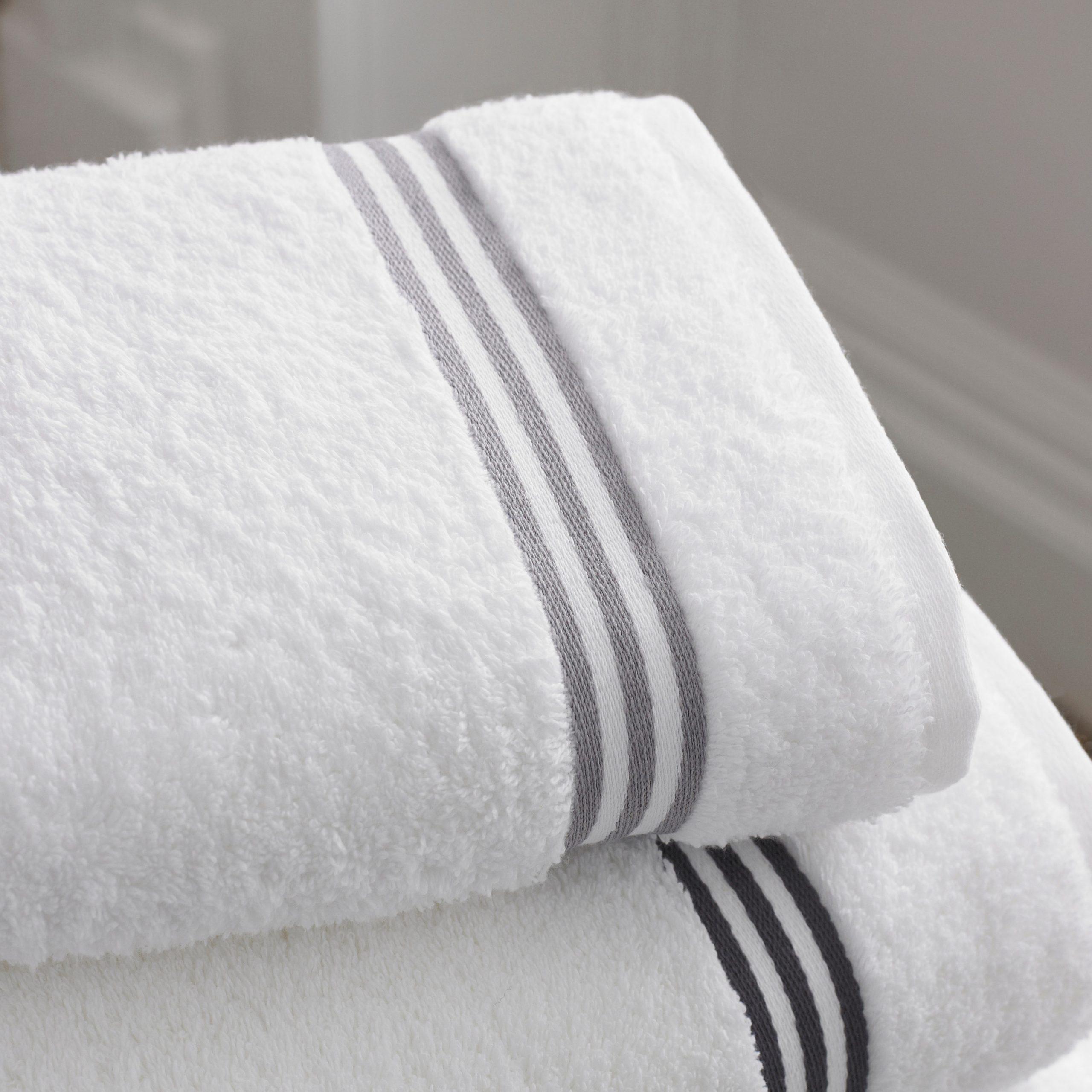 towels-bath-bathroom-12679